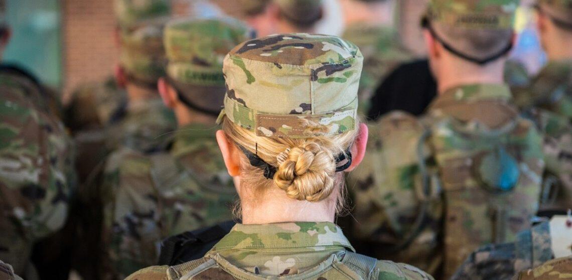 美军出现首例女兵新冠死亡病例 15名军人已死于新冠