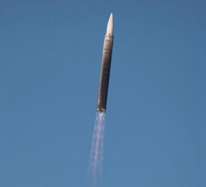 """俄罗斯试射""""先锋""""高超声速导弹。"""