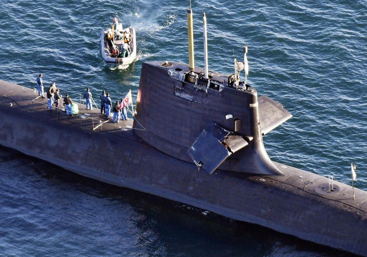 """日本潜艇为何会撞商船?专家:可能是被""""吸""""进去的"""