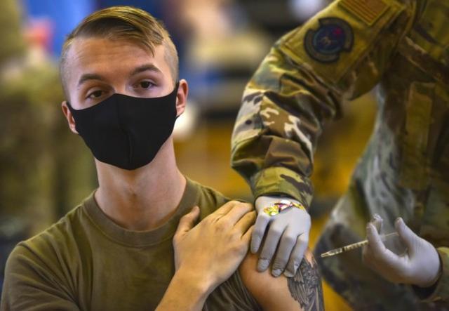 """美国大兵三分之一不肯接种新冠疫苗,军方没辙只能""""继续开导"""""""