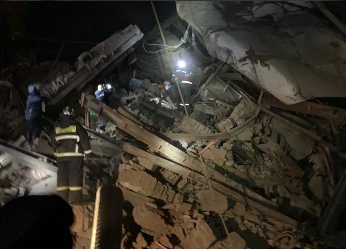 △俄罗斯诺里尔斯克市的一家工厂车间建筑发生坍塌图片来源:俄媒