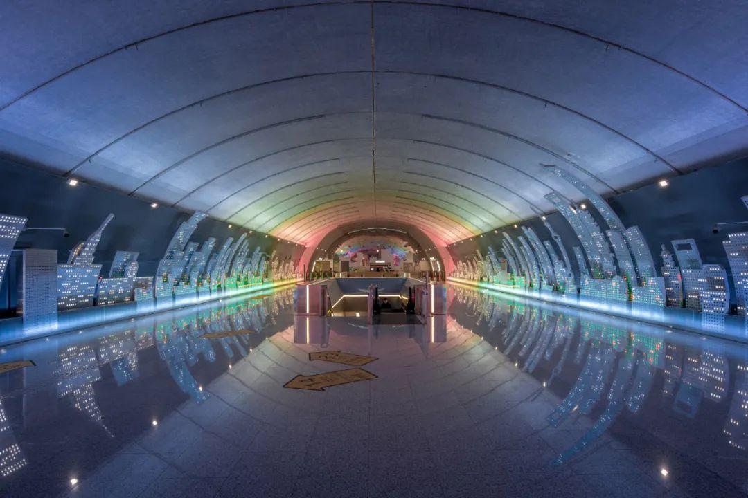 吴中路站采用净跨达到21.6米的预制大跨叠合拱型结构,是上海地铁首例无柱的无遮拦大空间站台大厅。图/受访者提供