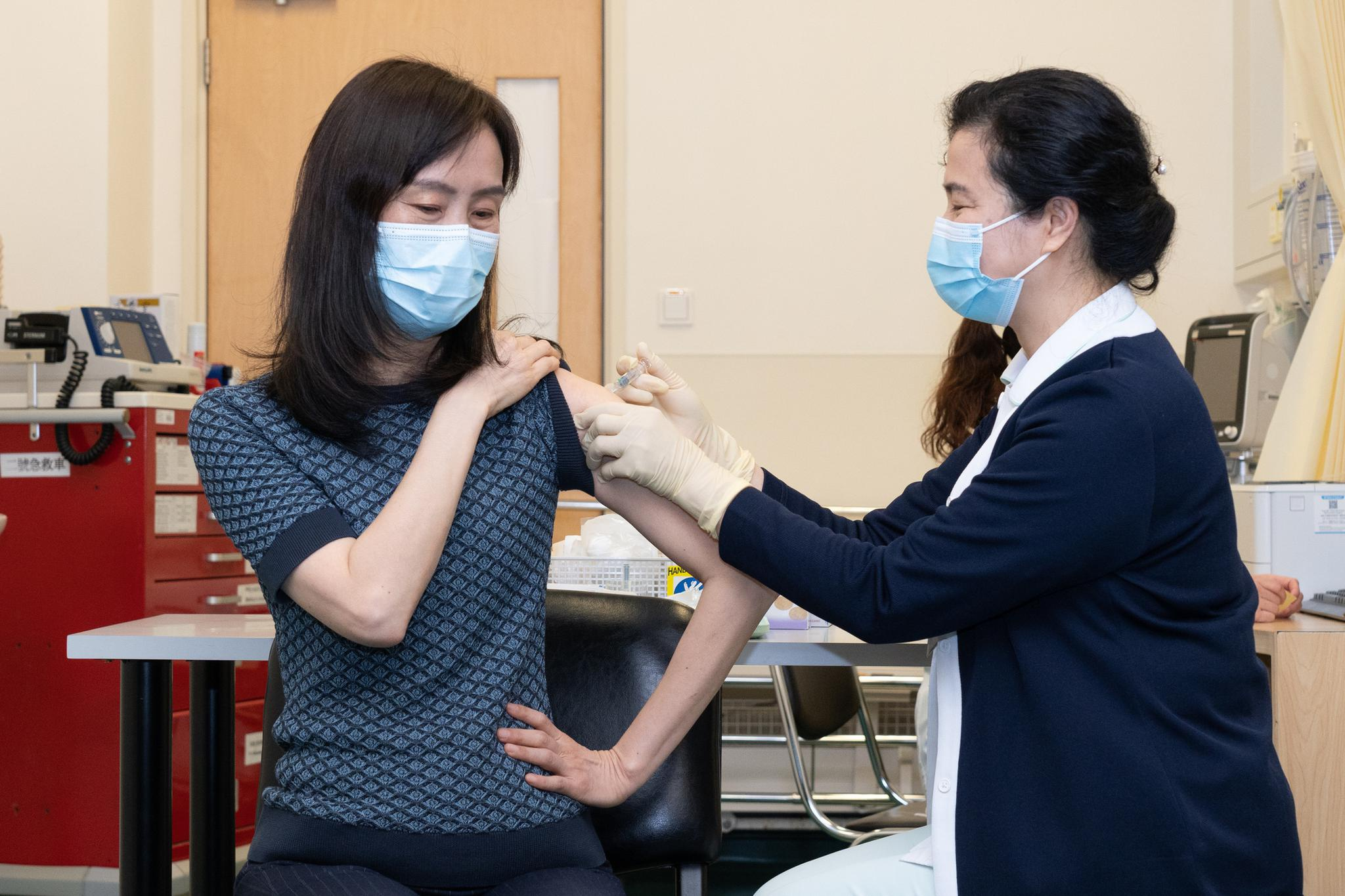 资料图:澳门市民接种疫苗