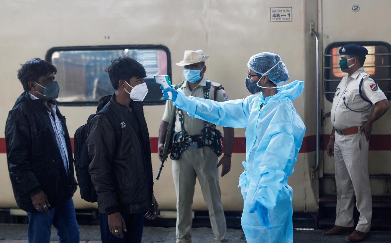 印卫生官员:印度各地发现240种变异新冠病毒