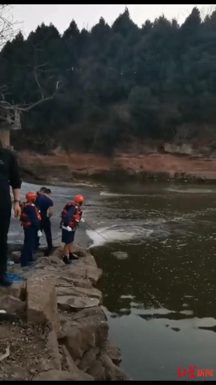 声援人员正在搜救 视频截图