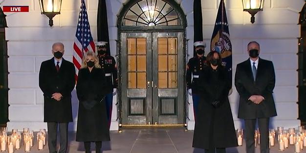 美国新冠逝者超过50万 白宫降半旗默哀