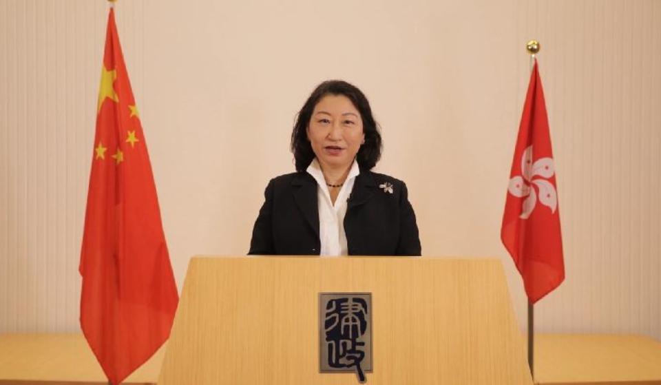 香港特区律政司司长郑若骅(特区政府新闻网)