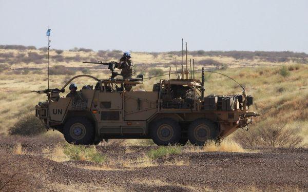 资料图片:联合国维和部队的英国士兵在马里巡逻。(英国《每日电讯报》网站)