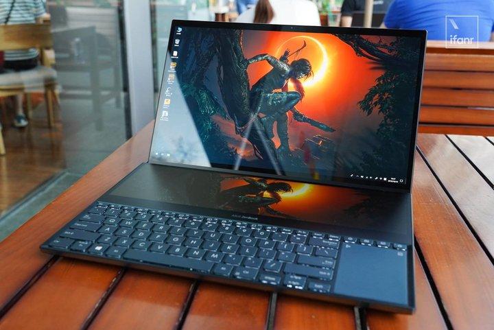 ▲ 选用双屏幕规划的华硕荣耀 X2 Pro