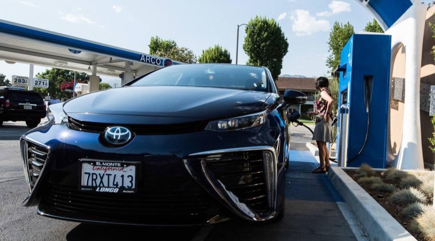 丰田汽车固态电池将于今年发布:续航 500 公里,10 分钟充满
