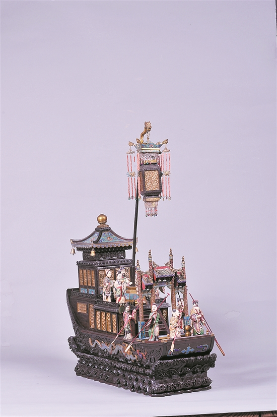 清代紫檀嵌珐琅雕塑人物楼船(广州博物馆藏)