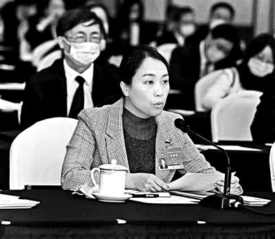 陈海仪代表:对小额网贷逾期的年轻人慎用失信惩戒