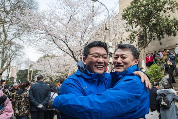武汉大学开启抗疫医护人员赏樱专场