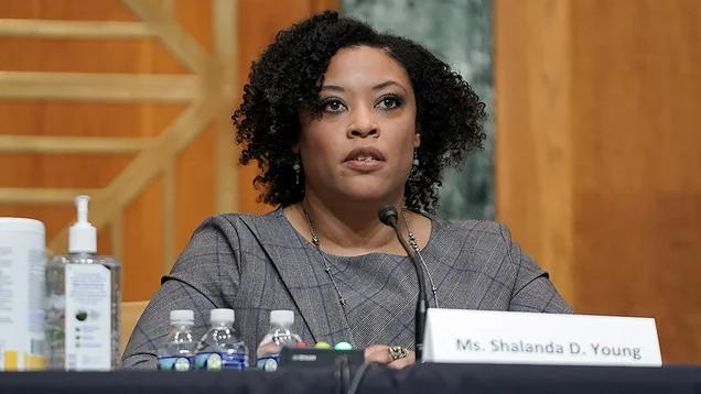 美参议院确认沙兰达·扬为白宫行政管理和预算局副局长