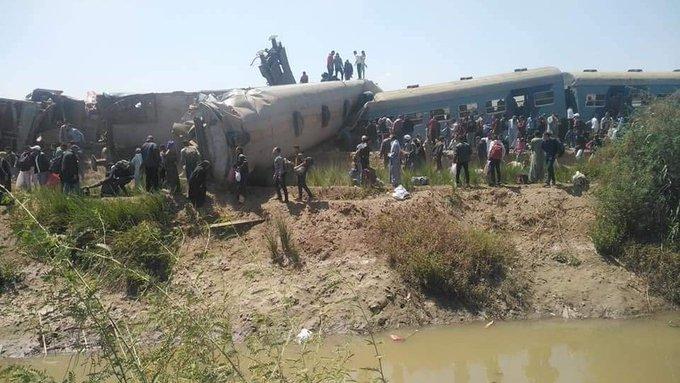 两列火车在埃及南部相撞 至少50人受伤