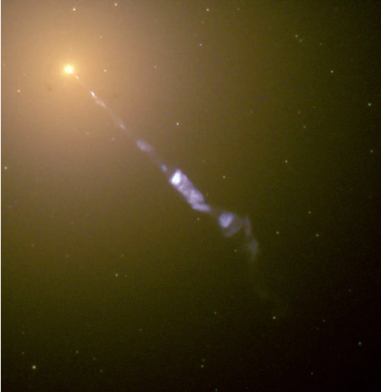 M87*绵延了5000光年的喷流 图片来源:NASA and The Hubble Heritage Team