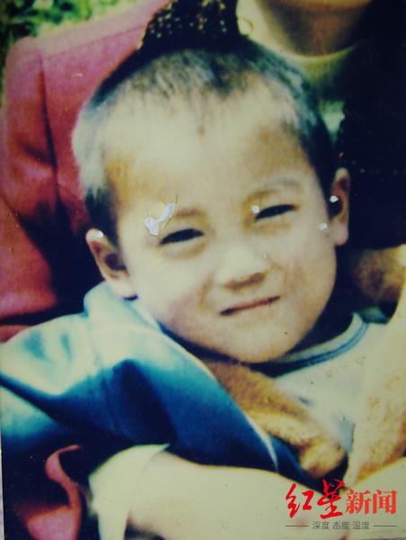 ↑王凤凯被拐卖前的照片。