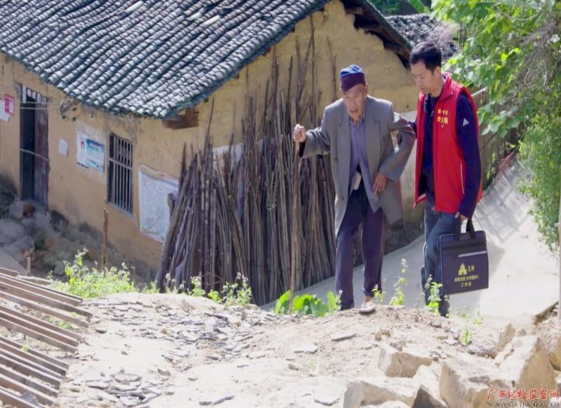 全国脱贫攻坚先进个人李远强在法卡山下的驻村扶贫的故事