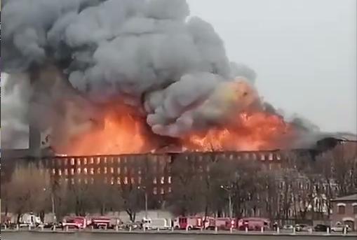 俄罗斯圣彼得堡一工厂发生火灾 致1死2伤