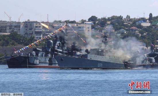 俄罗斯在东乌边境集结军队 美军将派两艘盾舰进黑海