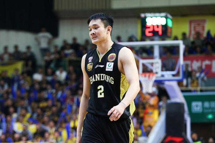 媒体人:小丁的状态已能打对抗 正跟随三人篮球国家队训练