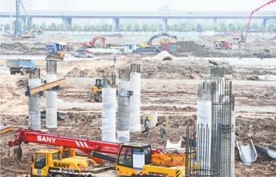 阳逻港今年8月实现水铁联运无缝对接