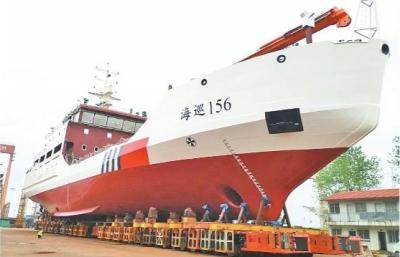 我国首艘破冰航标船在武汉下水