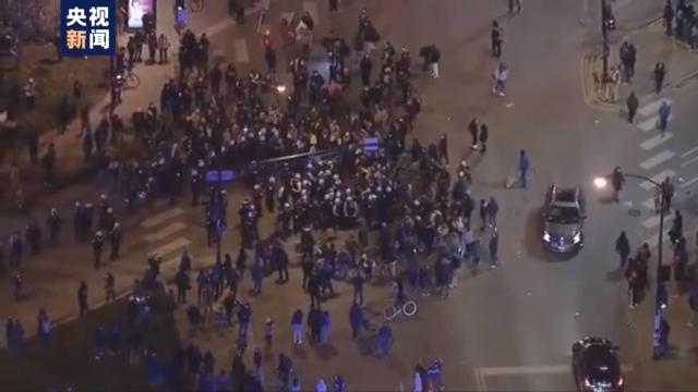 美国13岁少年遭警察射杀持续引发抗议  警方逮捕部分抗议者