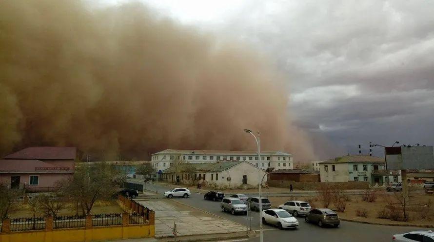 3月14日,蒙古国中戈壁省遭受强沙尘暴袭击,造成人员伤亡和财产损失。(蒙古国中戈壁省政府办公厅供图)