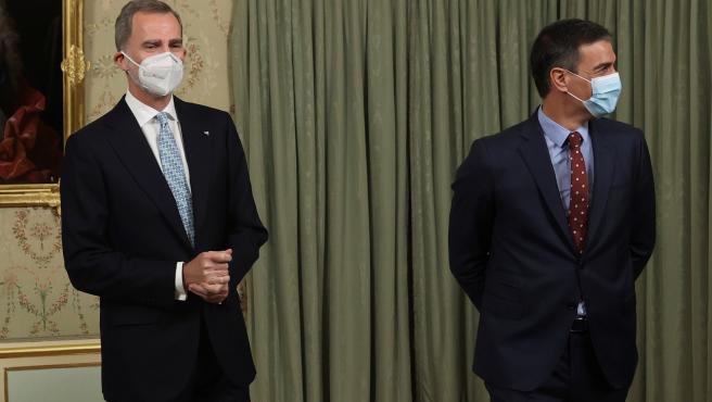 △西班牙国王费利佩六世(左)与西班牙首相桑切斯(右)