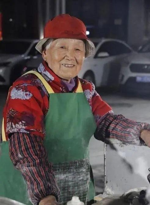 菜馍奶奶。图/视频截图