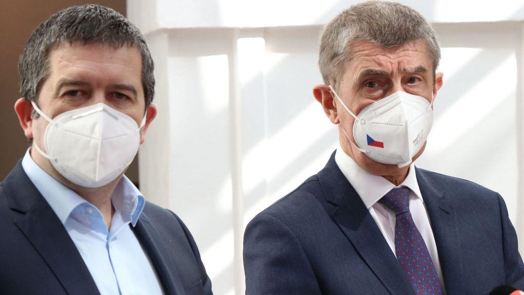 △4月20日,哈马切克(左)与总理巴比什(右)在众议院 图片来源:当地媒体