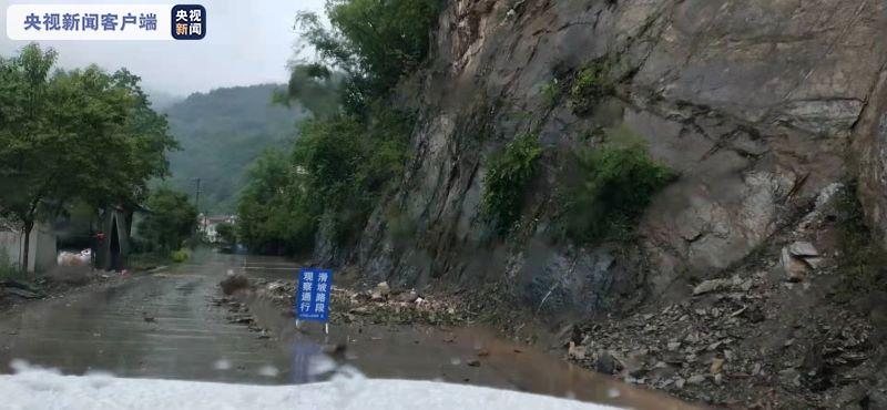 持续强降雨致陕西部分高速、国省道及城区道路通行受阻