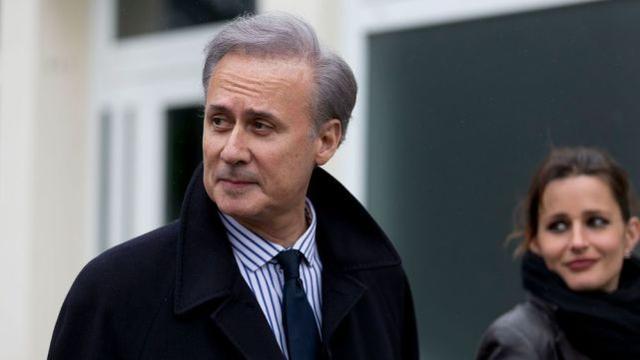法国一市长因强奸罪被判入狱,拒绝辞职继续在监狱办公引发争议