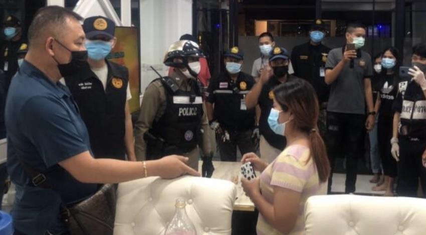违反防疫法聚众狂欢 泰国芭提雅25名外国人被捕