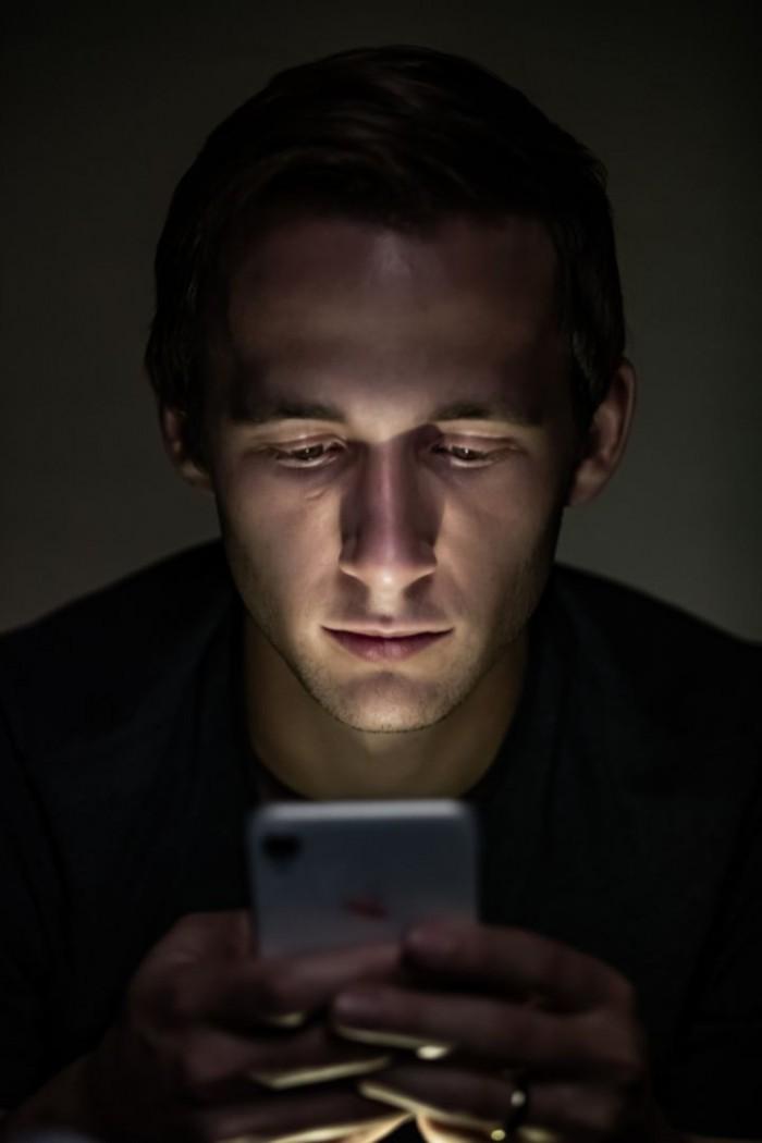 新研究发现电子设备夜间模式并不能改善睡眠质量