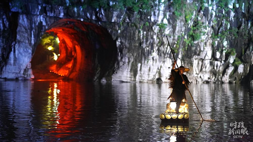 △象鼻山公园夜景(总台国广记者李晋拍摄)