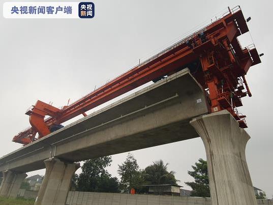 雅万高铁首次顺利完成大坡度箱梁架设
