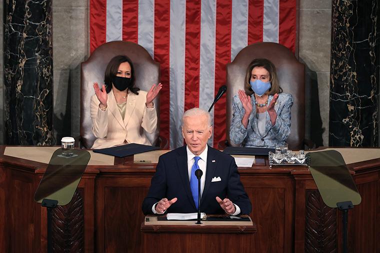 拜登在国会发表演讲,夸耀美新政府疫情应对