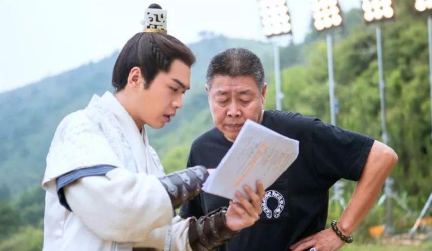 张健(右)与张若昀父子曾在《霍往病》一剧中配相符