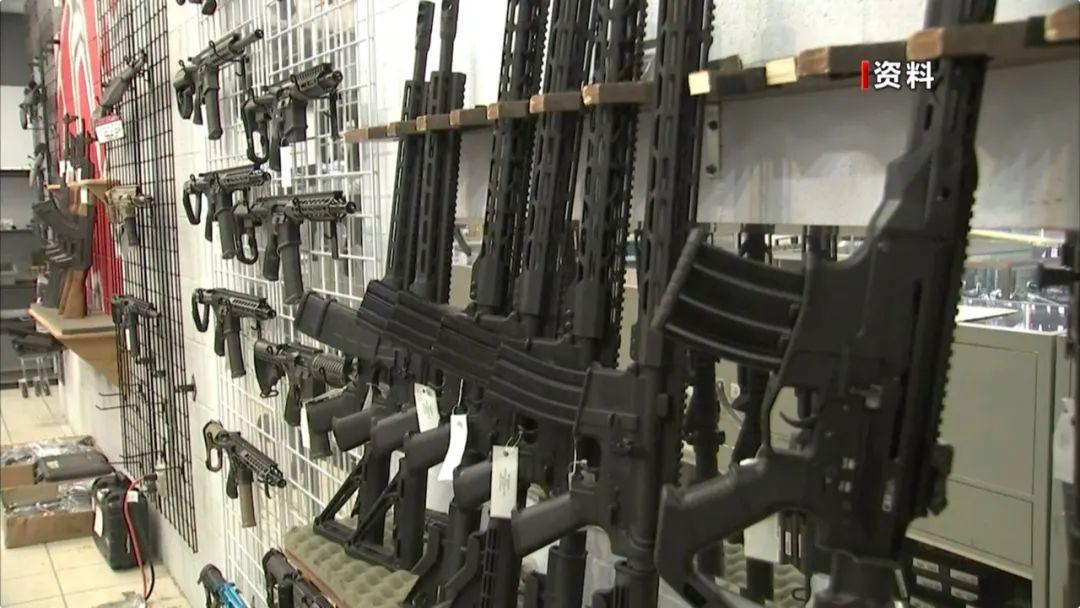 【蜗牛棋牌】疯狂囤枪!美国一个月卖出230万只枪……