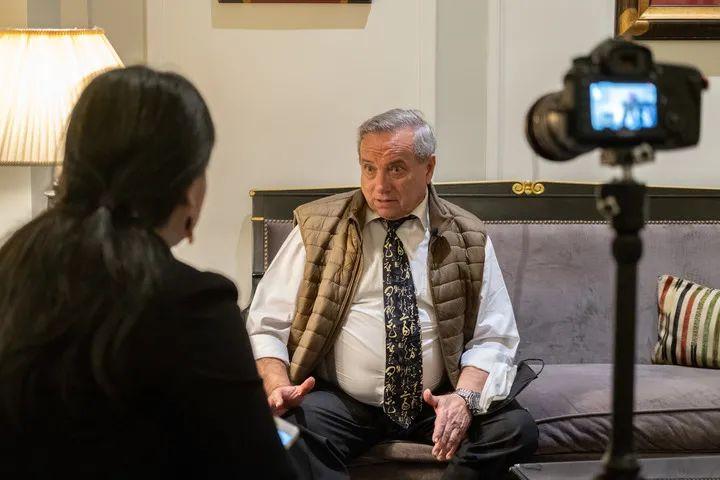 4月2日,世界卫生组织观察员、马德里医院管理中心副主任格兰达尔在西班牙马德里接受新华社记者专访。新华社记者 孟鼎博摄