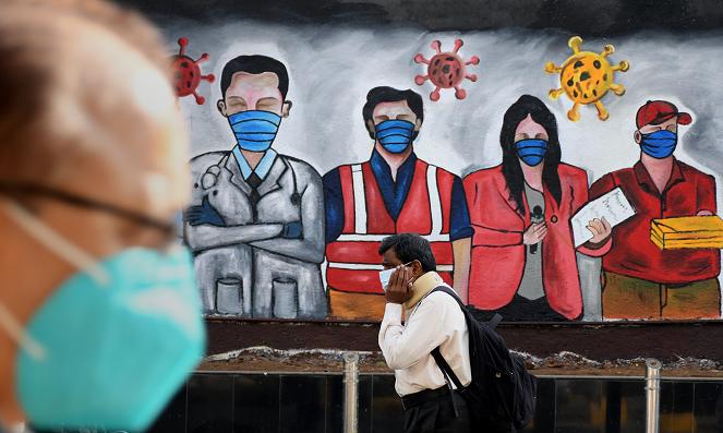 △马哈拉施特拉邦首府孟买街头的抗疫涂鸦