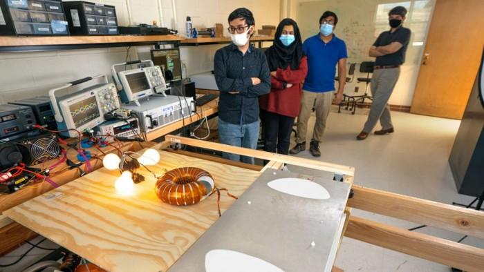 康奈尔大学研究人员正在研究为电动汽车无线充电的技术
