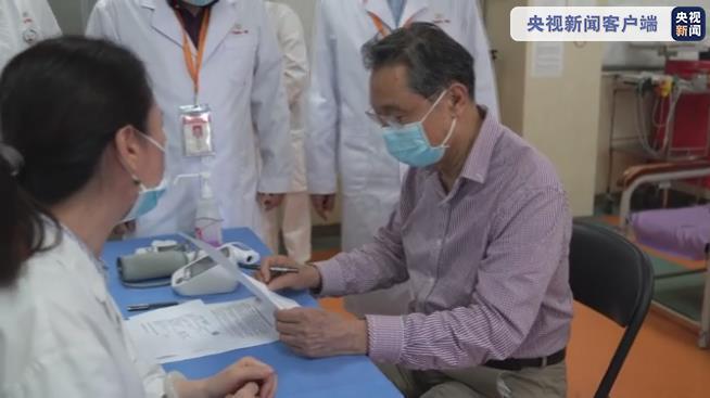钟南山院士接种新冠疫苗:感觉很好 希望大家一起努力尽快接种疫苗