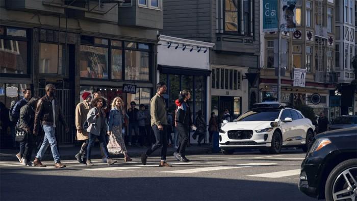 Waymo自动驾驶出租车在建筑区失控并造成了交通