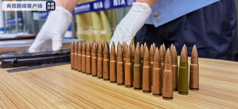"""群众上交亲属""""特殊遗物"""":弹夹2个、子弹45发"""