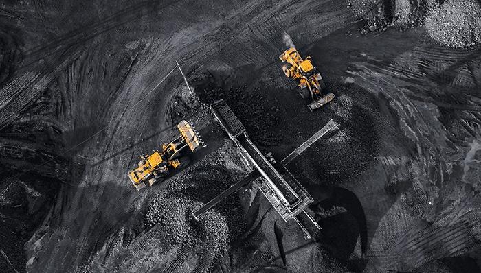 国常会部署大宗商品稳价 动力煤、铁矿石等黑色系大跌
