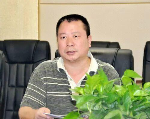 湘潭官员陈震龙案细节:千元假古玩要价百万,冒充残障人士办证与情妇开房用