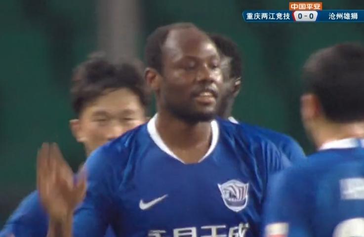 GIF:谢鹏飞任意球助攻苏祖冲顶破门!沧州1-0重庆